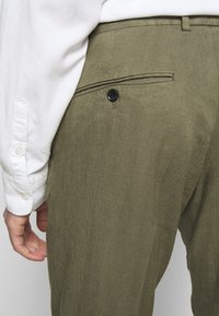 J.LINDEBERG - GRANT STRETCH PANTS - Chino kalhoty - lake green - 3