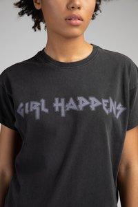 Girl Happens - Print T-shirt - schwarz - 3