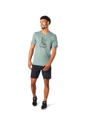 T-shirt print - sage heather
