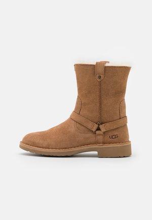 AVELINE - Zimní obuv - chestnut