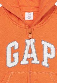 GAP - TODDLER BOY LOGO  - Bluza rozpinana - sport orange - 3
