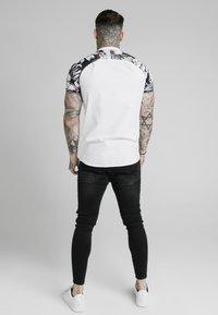 SIKSILK - Overhemd - white  floral - 2