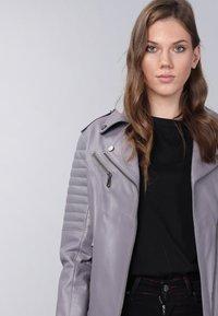 Basics and More - Leather jacket - grey - 4