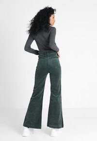 Rolla's - EASTCOAST FLARE - Trousers - ivy - 2