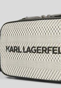 KARL LAGERFELD - Taška na fotoaparát - black/ white - 2