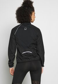 ONLY Play - ONPPERFORMANCE RUN JACKET - Løperjakke - black - 2