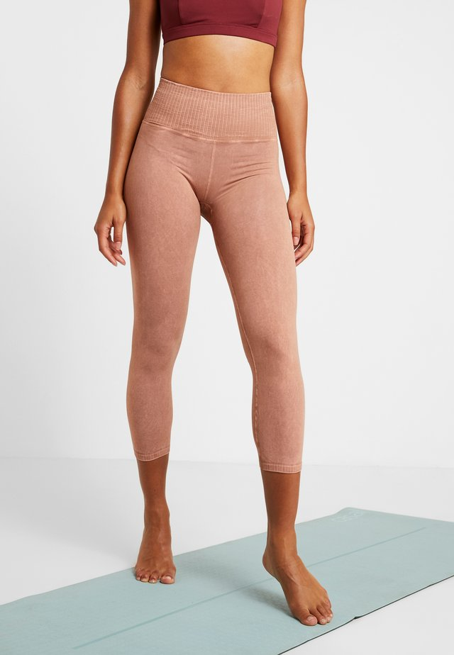 GOOD KARMA LEGGING - Medias - sand