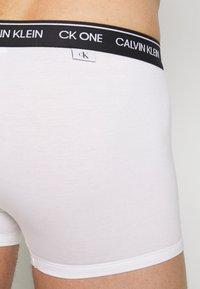 Calvin Klein Underwear - TRUNK 2 PACK - Underbukse - white - 3