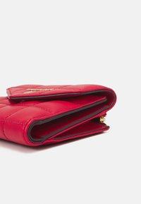 MICHAEL Michael Kors - JET SET TRIFOLD - Wallet - bright red - 4
