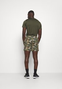 Jack & Jones Performance - JCOZWOVEN CAMO - Sports shorts - forest night - 2