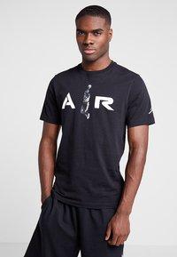 Jordan - TEE AIR  - Print T-shirt - black - 0