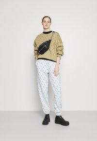 Nike Sportswear - CREW - Sweatshirt - parachute beige - 1