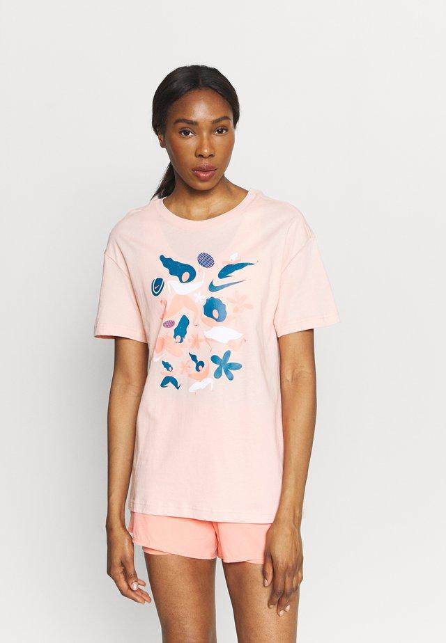DAY TEE - Print T-shirt - arctic orange