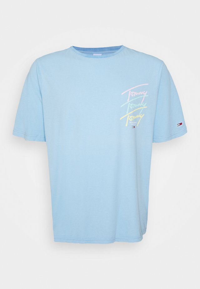 REPEAT SCRIPT TEE - T-shirts med print - light powdery blue