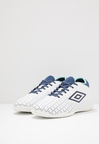 Umbro - VELOCITA V CLUB IC - Indoor football boots - white/medieval blue/blue radiance - 2