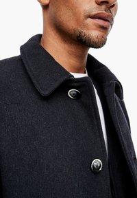 s.Oliver BLACK LABEL - MET GEWEVEN STRUCTUUR - Classic coat - dark blue dobby - 4