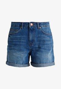 NMBE LIV STRAIGHT - Denim shorts - medium blue denim
