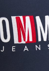 Tommy Jeans - REGULAR TIMELESS BOX TEE - T-shirt con stampa - twilight navy - 5