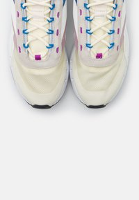 Reebok Classic - LEGACY 83 - Sneakersy niskie - chalk/dynamic blue/white - 3