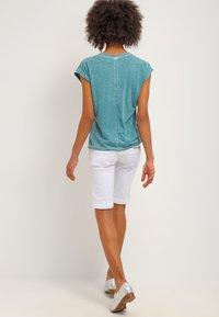 Freeman T. Porter - BELIXA - Denim shorts - white - 2