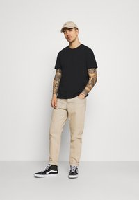 Only & Sons - ONSPASTE LIFE TEE - Print T-shirt - black - 1