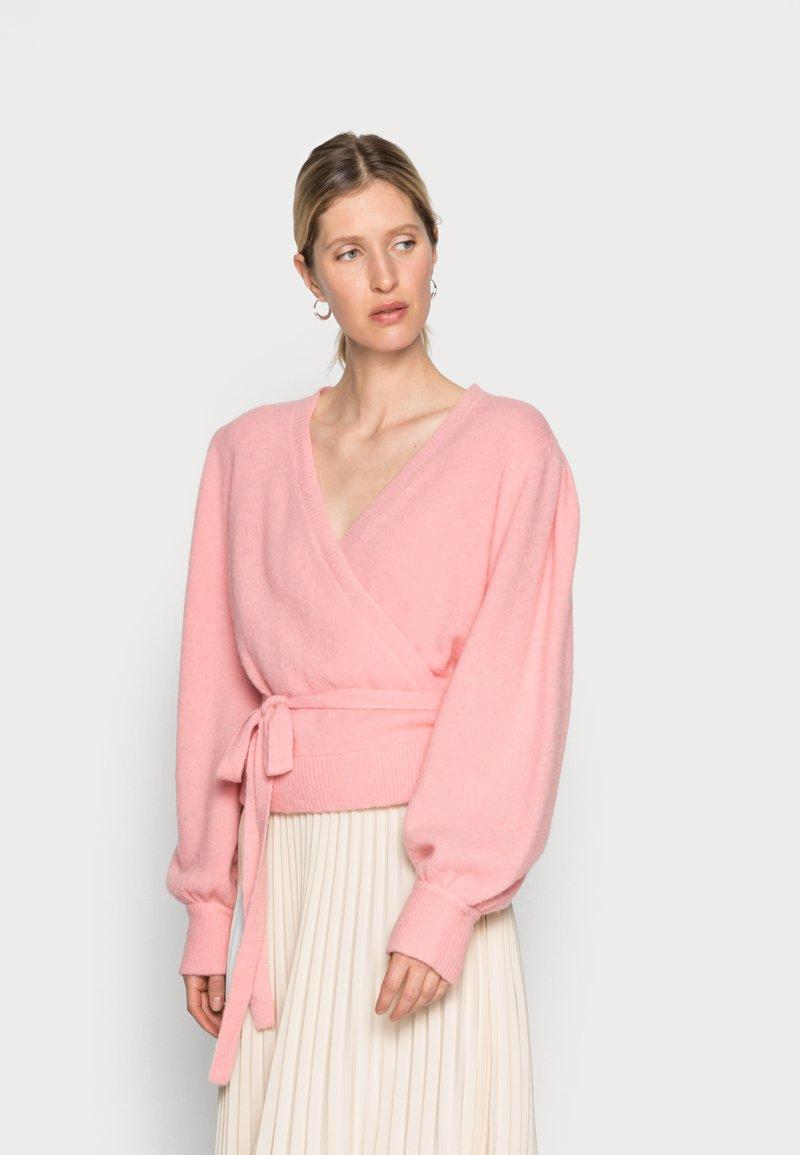 Gestuz - ALPHA WRAP CARDIGAN - Cardigan - powdered pink