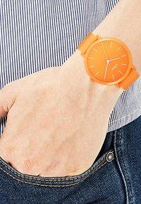 s.Oliver - S.OLIVER UNISEX-UHREN ANALOG QUARZ - Watch - orange - 2