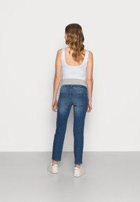 Pieces Maternity - PCMLILA SLIM - Slim fit jeans - medium blue denim - 2