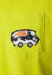 Converse - SCOOBY X CONVERSE FASHION POCKET TEE - T-shirt con stampa - neon green - 2