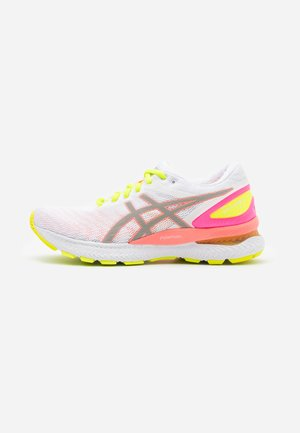 GEL-NIMBUS 22 SUMMER LITE SHOW - Zapatillas de running neutras - white/sun coral