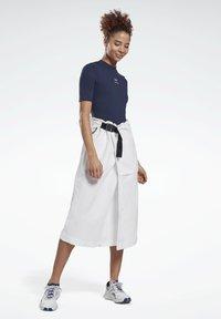 Reebok - LES MILLS® SHORT SLEEVE BODYSUIT - Print T-shirt - blue - 1