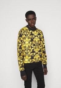 Versace Jeans Couture - LOGO BAROQUE  - Sweatshirt - black - 0