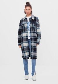 Bershka - Klasický kabát - blue - 0