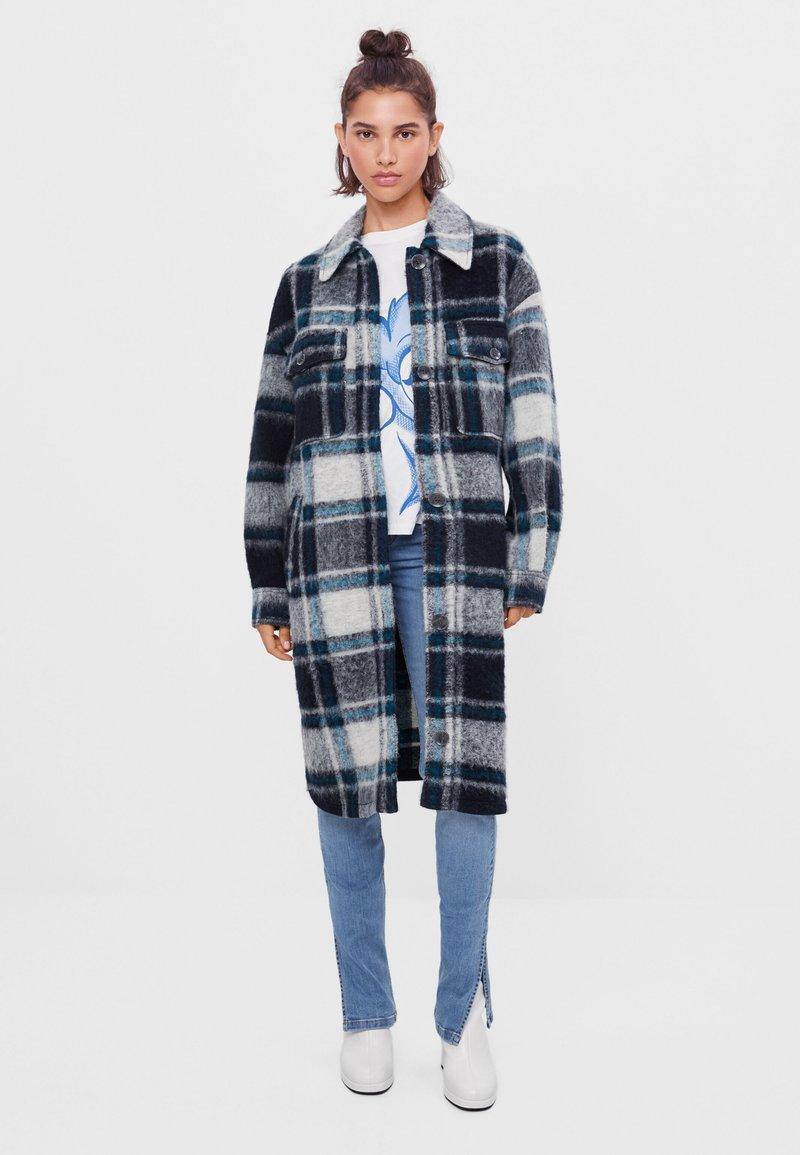 Bershka - Klasický kabát - blue