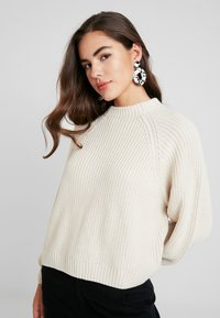 Monki - GITTY  - Strickpullover - sand - 2