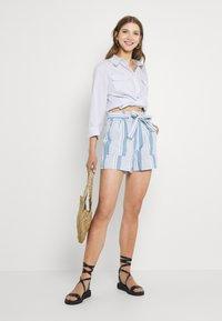 Vero Moda - VMAKELA CHAMBRAY PAPERBAG  - Shorts - light blue denim/white - 1