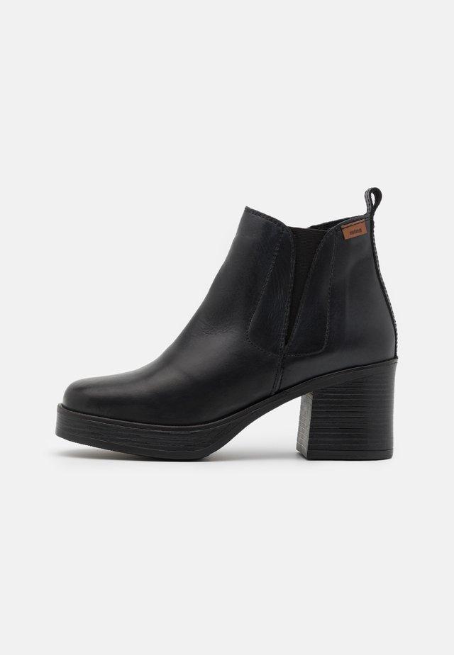 NAIARA - Platåstøvletter - black