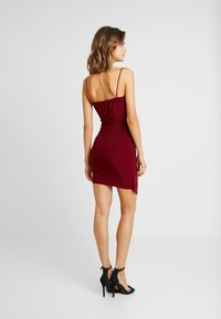 Missguided - SLINKY WRAP OVER MINI DRESS - Shift dress - burgundy - 3