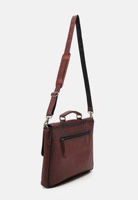 Still Nordic - VINTAGE MESSENGER BRIEF - Laptop bag - brown - 1