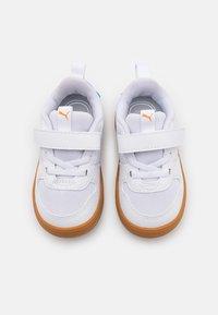 Puma - MULTIFLEX SPORT UNISEX - Scarpe da fitness - white/vibrant orange - 3