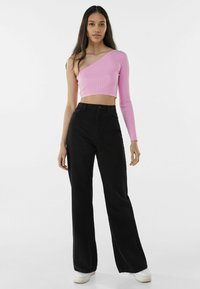 Bershka - Fließende - Flared Jeans - black - 1