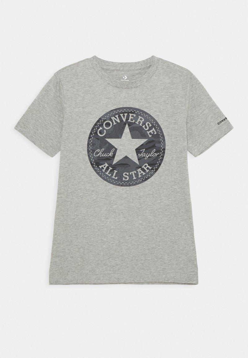 Converse - SHORT SLEEVE CHUCK PATCH GRAPHIC UNISEX - T-shirt imprimé - dark grey heather