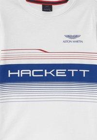 Hackett London - LINES - Triko spotiskem - white - 2