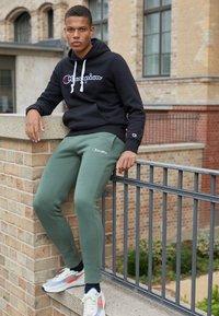Champion Rochester - CUFF PANTS - Pantaloni sportivi - olive - 1