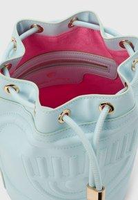 CHIARA FERRAGNI - EYELIKE BAGS - Across body bag - baby blue - 2