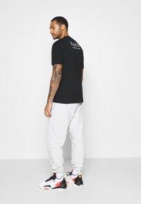 Chi Modu - EAZY - Print T-shirt - black - 2