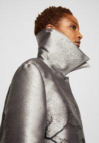 Alberta Ferretti - TRENCH COAT - Klasický kabát - grey - 7