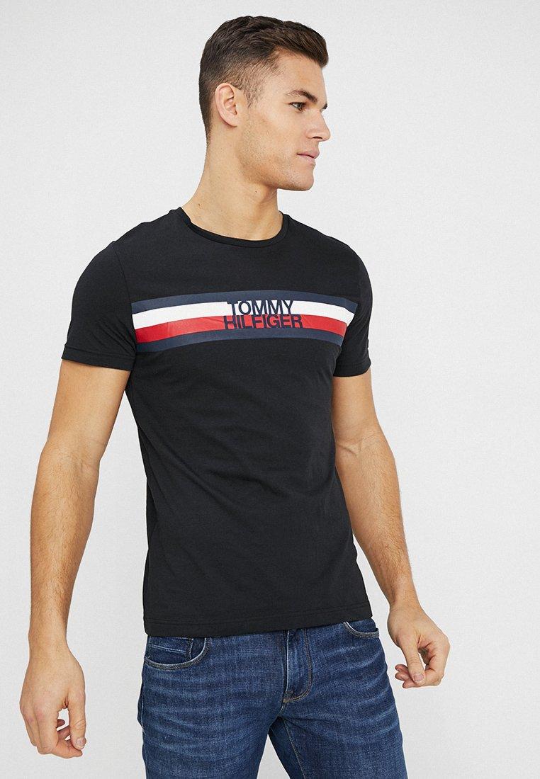 Tommy Hilfiger - LOGO TEE - T-shirt z nadrukiem - black