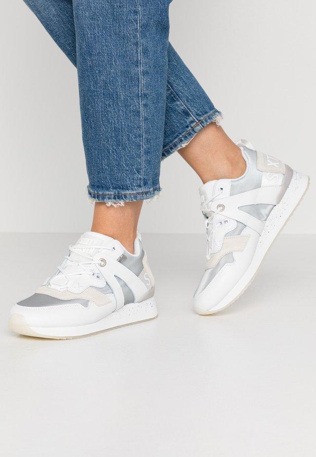 LEONEL - Sneakersy niskie - actled white/varet silver