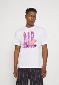 Nike Sportswear - TEE AIR LOOSE FIT - T-shirt med print - white - 2